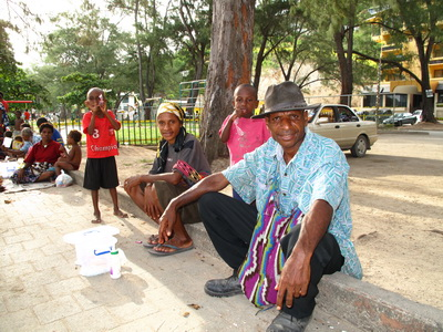 Is it safe to go to Papua New Guinea - A local family at Ela Beach in Port Moresby